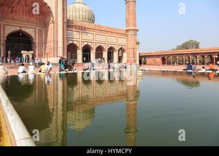 Die Jama Masjid (Freitagsmoschee) in Delhi ist die größte Moschee Indiens und eine der größten der Erde, Indien