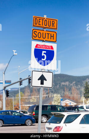 Orange detour sign for Interstate 5 or I5 South detoured