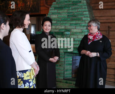 Helsinki, Finland. 5th Apr, 2017. Peng Liyuan (2nd R), wife of Chinese President Xi Jinping, visits Ainola, the - Stock Photo