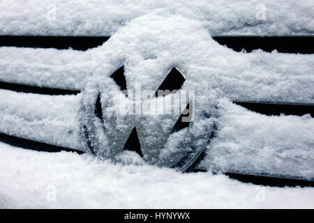 Berlin, Germany. 08th Jan, 2017. Picture of a snow-covered VW logo on a Volkswagen car. Taken on 08.01.2016. ATTENTION! - Stock Photo