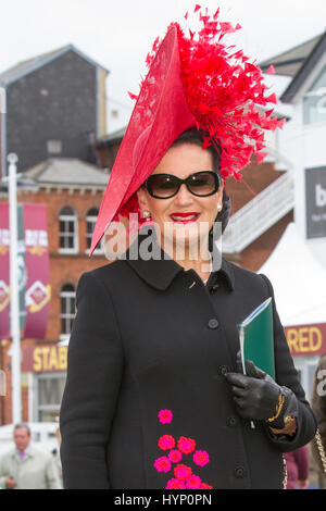 Liverpool, Merseyside, UK. 6th Apr, 2017. Opening Day fashions at the Aintree Grand National Festival. In light - Stock Photo