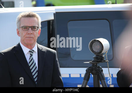 Berlin, Germany. 31st Mar, 2017. Germany Minister of the interior, Thomas de Maiziere presents cams with automatic - Stock Photo