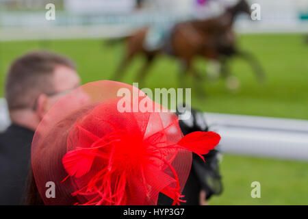 Liverpool, Merseyside, UK 6th April, 2017. Opening Day fashions at the Aintree Grand National Festival. In light - Stock Photo