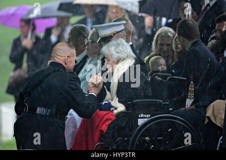 Arlington, Virginia, USA. 6th Apr, 2017. Commandant of the Marine Corps Gen. Robert Neller, left, comforts Annie - Stock Photo