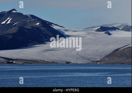 Arctic, Spitsberg, on the western bank of the Trygghamna fjord - Stock Photo