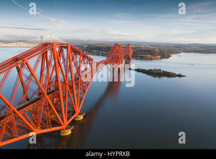 The Forth rail bridge over the Firth of Forth as seen from South Queensferry, Lothian, Scotland. - Stock Photo