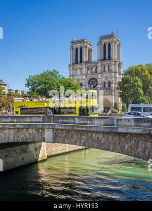 France, Paris, Seine, Ile de la Cité, view of Petit Pont and Notre Dame Cathedral - Stock Photo