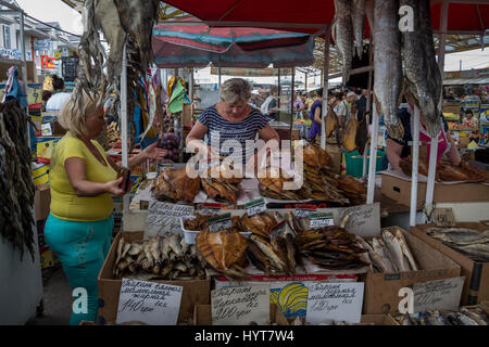 woman selling smoked fish at the market in the rainforest town of stock photo 7348632 alamy. Black Bedroom Furniture Sets. Home Design Ideas