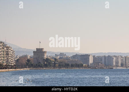 THESSALONIKI, GREECE - DECEMBER 25, 2015: White Tower seen from Thessaloniki seafront. The White Tower is one of - Stock Photo