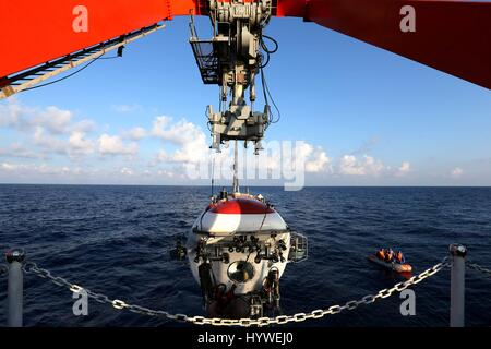 South China Sea. 26th April, 2017. China's manned submersible Jiaolong prepares its first dive this year in the - Stock Photo