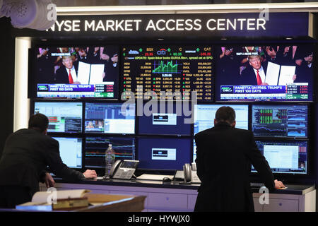 New York, USA. 26th Apr, 2017. Traders work at the New York Stock Exchange in New York, the United States, on April - Stock Photo