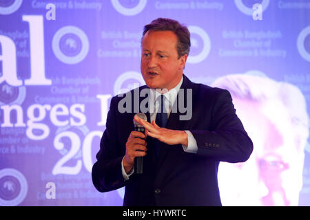 Dhaka, Bangladesh. 27th Apr, 2017. Former British Prime Minister David Cameron addresses at the `Global Challenges - Stock Photo