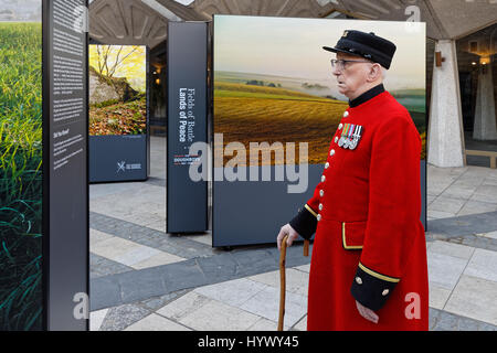 Fields of Battle, Lands of Peace Centenary Launch marking US entry to WW1.. Royal Hospital Chelsea pensioners view - Stock Photo