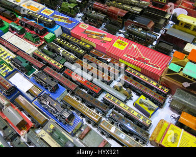 A selection of rare and collectable Hornby Dublo trains and accessories for sale at a Vintage Toy Fair at Bath & - Stock Photo