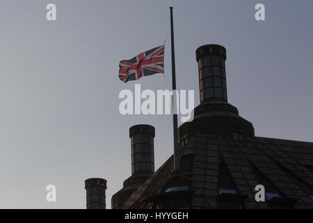 London, UK. 23rd March, 2017. The Union Jack flag flies at half mast over Portcullis House following the terror - Stock Photo