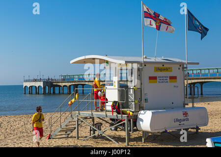 Boscombe, Bournemouth, Dorset, UK. 8th Apr, 2017. UK weather: lovely warm sunny day as visitors head to the seaside - Stock Photo