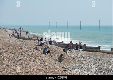 People on the beach enjoying a sunny day in Bognor Regis, West Sussex, England. - Stock Photo