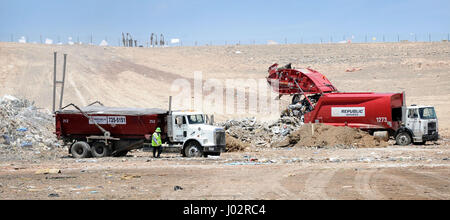 Las Vegas, Nevada, USA. 17th May, 2012. Trash trucks dump rubbish at the Apex Regional Landfill May 17, 2012, in - Stock Photo