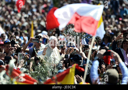 Vatican City, Vatican. 09th Apr, 2017. In front of thousands of people, at Pope Francis celebrated Palm Sunday that - Stock Photo