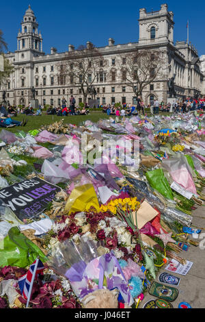 Floral Tributes, placed outside the Palace of Westminster, to the victims of the Westminster attack  by Khalid Masood - Stock Photo