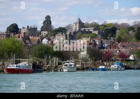 Arundel, UK. 10th April 2017. UK Weather. With temperatures reaching the mid to high teens, the boats moored on the glistening water and the castle towering on the mound above makes the banks of the river Arun in in the ancient town of Arundel in West Sussex a very pleasant place to take a afternoon stroll. © Photovision Images News / Alamy Live News. Credit: Photovision Images News/Alamy Live News