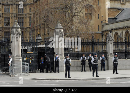 London, UK. 10th Apr, 2017. The coffin of PC Keith Palmer passes through the gates he was protecting when he was - Stock Photo
