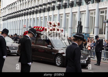 London, UK. 10th Apr, 2017. Police officers in Southwark as the funeral procession of PC Keith Palmer makes its - Stock Photo
