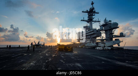 Uss Carl Vinson, United States Of America. 09th Apr, 2017. Sun rises over the flight deck of the U.S. Navy Nimitz - Stock Photo