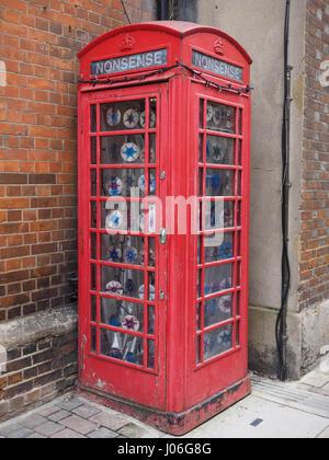 Old K6 red telephone box in Oxford - Stock Photo