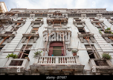 Balconies being stabilized by wooden joists on a decrepit apartment building in Old Havana, Cuba. - Stock Photo
