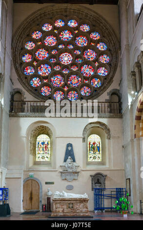 St Albans Cathedral. Rose Window, designed by Alan Younger, in the North Transept of the Cathedral and Abbey Church - Stock Photo