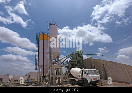 Batch cement processing plant, gujarat, india, asia - Stock Photo