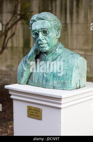 Jagadish Chandra Bose - or Jagadis Chandra Bose,  a bust in the grounds of Christs College Cambridge UK - Stock Photo