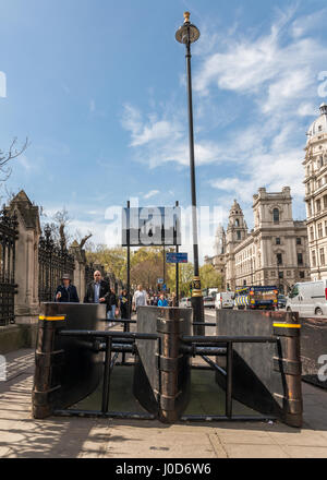 London, UK. 11th Apr, 2017. Following the terrorist attack in London on March 22nd, 2017, authorities have installed - Stock Photo