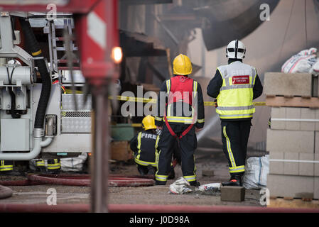 London, United Kingdom. 12th April 2017. Twelve fire engines and around 80 firefighters and officers were called - Stock Photo