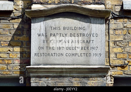 London England, UK. Plaque at 28 St John's Lane, EC1. Evening raid by Gotha bombers in which 14 people died. 'This building was partially destroyed by Stock Photo