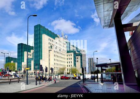 London, England, UK. SIS Building: Headquarters of MI6,  the secret service, at 85 Albert Embankment, Vauxhall Cross, - Stock Photo