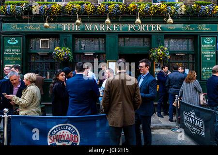 People Drinking Outside The Market Porter Pub In Borough Market, Southwark, London, England - Stock Photo