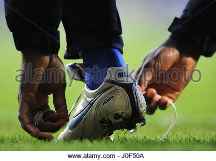 File photo dated 08/11/09 of a man tying the laces on a pair of football boots. Scientists have finally solved the - Stock Photo