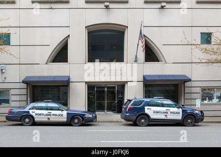 PORTLAND, OREGON - APRIL 9, 2017: City of Portland Police Bureau Sports Utility Vehicle SUV and patrol cruiser car - Stock Photo