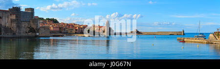 Summer evening view of Collioure town coast, France. There are Church of Our Lady of the Angels (built between 1684 - Stock Photo