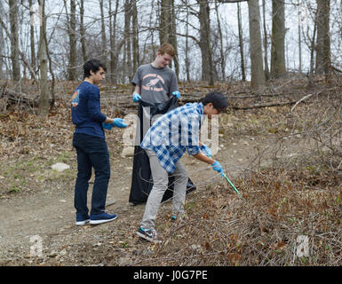 High school students involved in volunteer community service school cleanup - Stock Photo