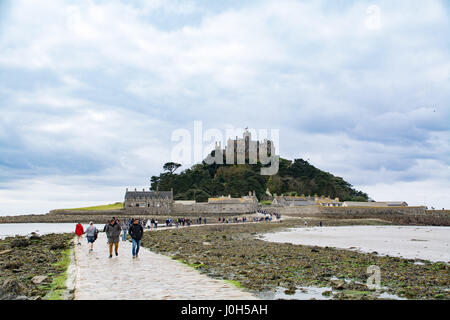 Marazion, Cornwall, UK. 13th April 2017. UK Weather. Despite clouds this morning, the car parks  in Marazion were - Stock Photo