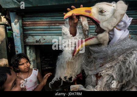 (170413) -- KOLKATA (INDIA), April 13, 2017 (Xinhua) -- An Indian man parades in fancy costume depicting a mythological - Stock Photo