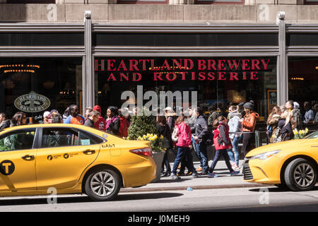 Heartland Brewery and Rotisserie Restaurant in the Empire State Building, New York City, USA - Stock Photo
