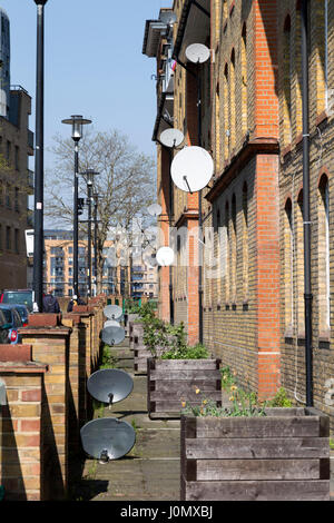 Satellite dishes on the exterior of Hythe House, Railway Avenue, Southwark, London, England, UK. - Stock Photo