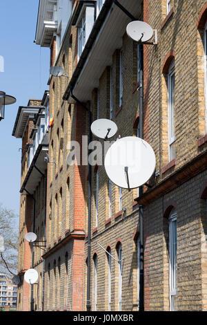 Satellite dishes on the exterior of Hythe House, Railway Avenue, Southwark, London, England, UK. - Stock Photo