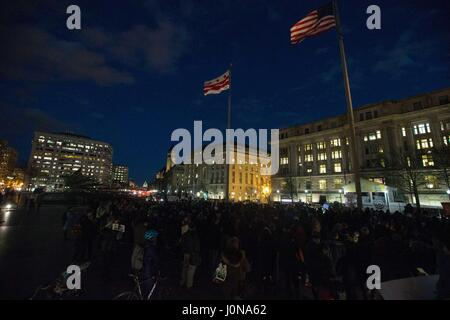 Washington, District Of Columbia, USA. 26th Jan, 2017. The crowd at a protest against President DONALD TRUMP's travel - Stock Photo