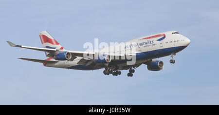 British Airways Boeing 747 Jumbo Jet G-BYGD on final approach to London-Heathrow Airport LHR - Stock Photo