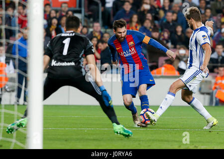 Barcelona, Spain. 15th Apr, 2017. Barcelona's Lionel Messi (C) dribbles the ball during the Spanish first division - Stock Photo